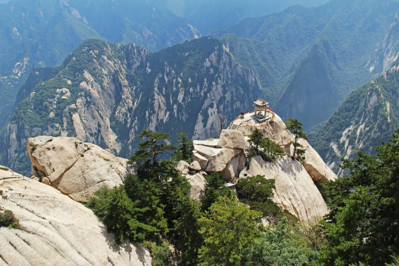 Mount Huashan Plank Walk The Deadliest Hike In The World
