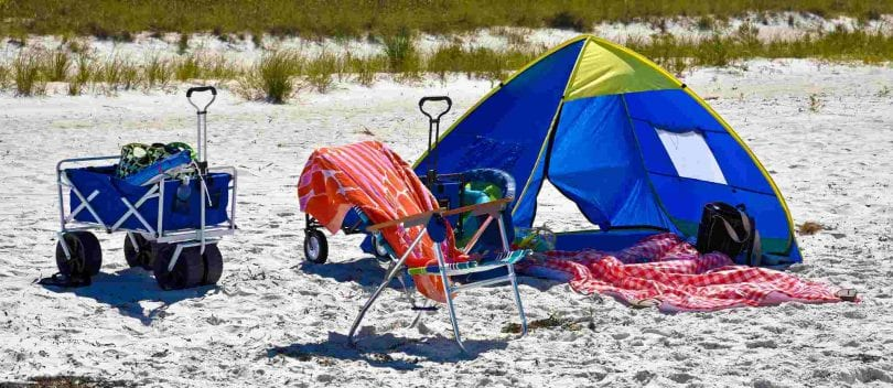 cc9ba216c2709 6 of the Best Pop Up Beach Tents (For Shade Worshippers Everywhere ...
