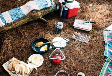 how to keep food cold while camping